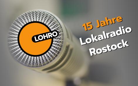 Detailansicht Studiomikrofon mit Logo und Schrift: 15 Jahre Lokalradio Rostock