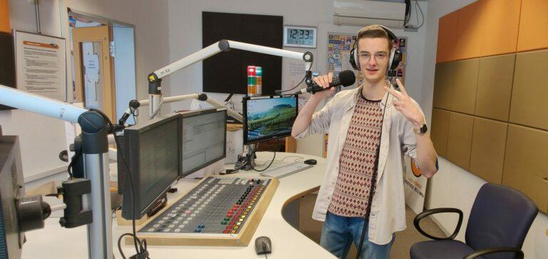Redakteur Konrad im Live-Studio