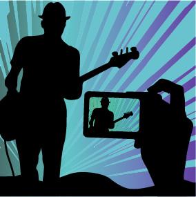 Silouette Mensch mit Gitarre, davor Hand mit Smartphone